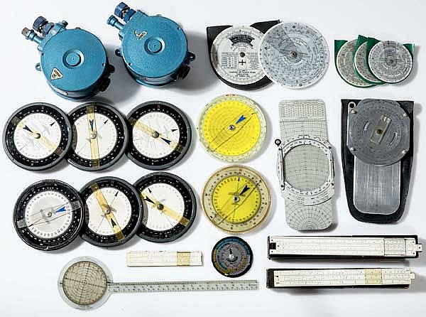 Sammlung an Navigationsgeräten