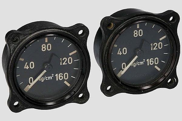 Zwei Druckanzeigen, z.B. für Me 262