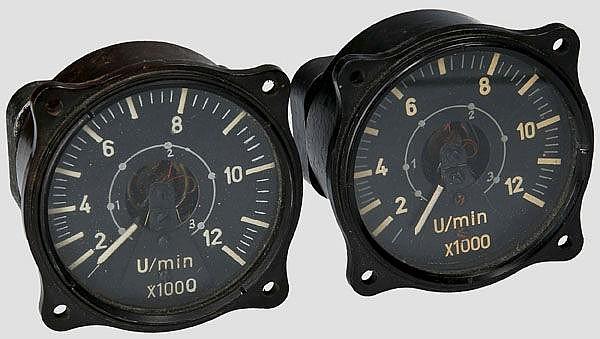 Zwei elektrische Drehzahlmesser für Strahltriebwerke