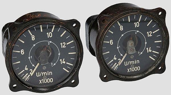 Zwei elektrische Drehzahlmesser für Strahltriebwerke, z.B. für Me 262