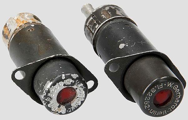 Zwei Merkleuchten bzw. Reststand Warnlampen, u.a. für Me 109 bzw. 110