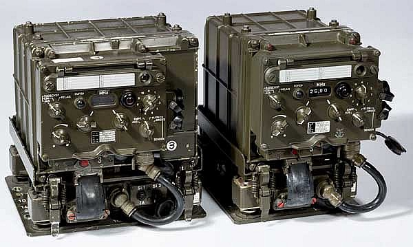 Zwei Gerätesätze SEM 25 der Bundeswehr