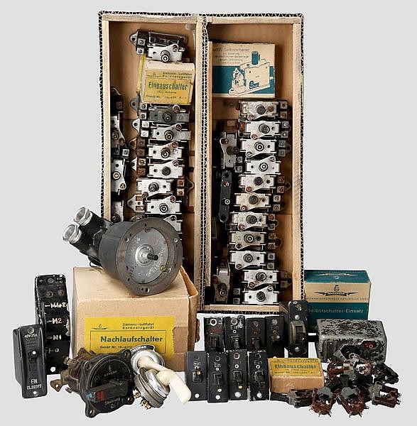 Kleine Sammlung an Schalter und Elektroteile