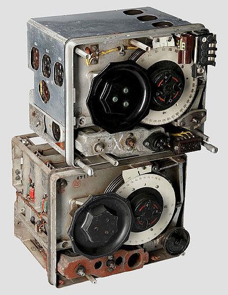 Zwei Kurzwellenempfänger, vermutlich E 10 K(?) der Flugzeugfunkanlage 10 (FuG 10)