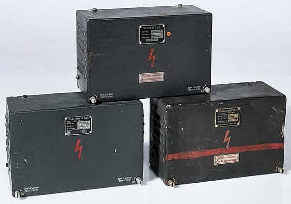 Drei Umformer U.10/E für Bordfunkgeräte