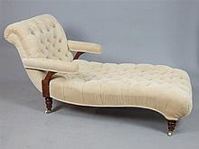 Victorian Howard Desing walnut daybed, deep button back upholstery, turned