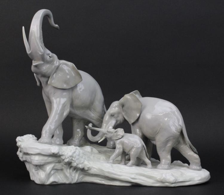 Large Lladro Grouping 3 Elephants Walking 1150 Porcelain 15 3/4