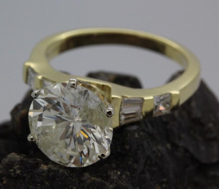 18k Gold 3.8 Ct Tw Round Diamond Engagement Ring