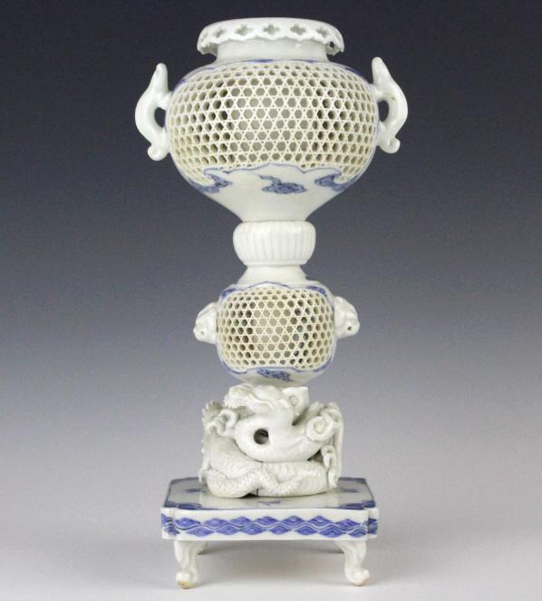 ANTIQUE Chinese Blue White Lattice Porcelain Vase