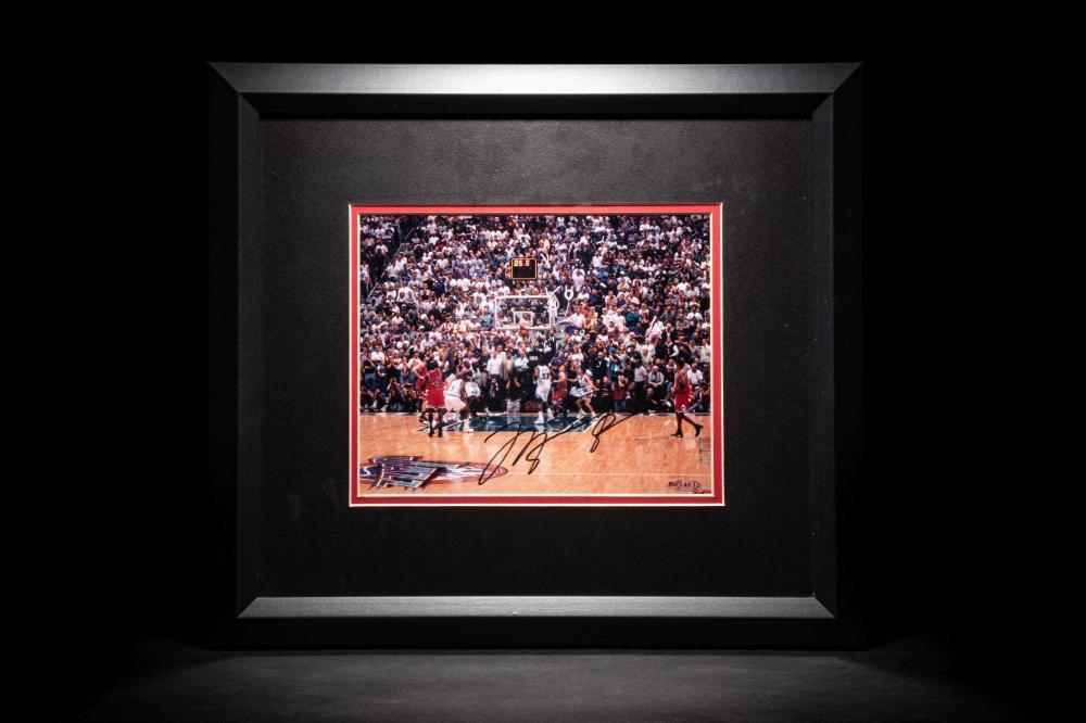 """A Michael Jordan Signed Autograph Chicago Bulls """"Last Shot"""" Photograph (Upper Deck Authenticated)"""