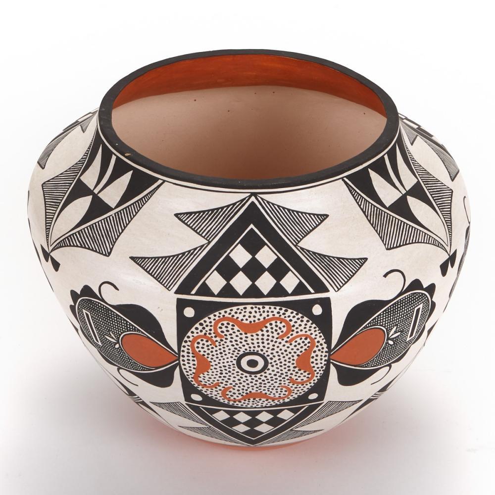 Rachel Aragon Acoma Pot