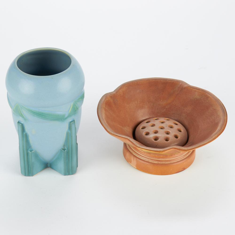 Grp: 2 Roseville Futura Ceramic Wares
