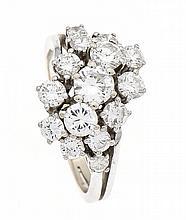 Brillant-Ring WG 750/000 mit 15 Brillanten, zus. 1,75 ct feines Weiß-Weiß/lupenrein, RG 53, 5,4 g, mit Rechnung 1976 Juwelier Lorenz, Berlin