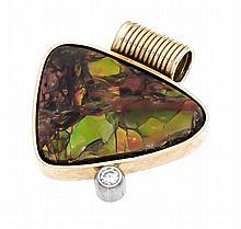 Opal-Brillant-Anhänger GG 585/000 mit einer Opalmatrixscheibe B. 24 mm mit gutem Farbenspiel und einem Brillanten 0,10 ct W/SI, L. 26 mm, 7,,2 g