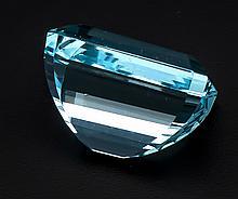 Aquamarin 7,42 ct im Smaragdschliff fac., in einem intensiven, leicht grünstichigen Hellblau, sehr, sehr kleine innere Merkmale, natürlich, mit ID-Card