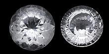 Bergkristalle fac. 300 ct und 260 ct, Designerschliff fac., D. 45 und 42 mm, H. 30 und 28 mm