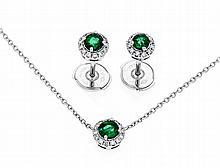 Smaragd-Brillant-Set WG 750/000 mit je einem excellenten rund fac. Smaragd 3,5 mm in excellenter Farbe und Brillanten, zus. 0,50 ct TW/SI, Ohrstecker D. 6 mm, Collier mit Karabiner, L. 40 cm, 5,1 g