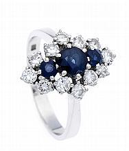 Saphir-Brillant-Ring WG 585/000 mit 3 rund fac. Saphiren 5 - 3 mm in sehr guter Farbe und 12 Brillanten, zus. 0,72 ct W/SI, RG 60, 4,9 g