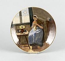 Bildteller, Rozenburg, Den Haag, um 1900, polychrome Malerei, nach einem Bild von Constantijn Artz, Holländerin in der Stube beim Stricken, Glasur leicht besch., D. 22 cm