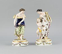 Zwei Figuren, Ludwigsburg, 20. Jh., Muse der Musik mit Lyra, Putto und Tänzerin, Modellnr. 1496, auf runde Sockeln, besetzt mit Blüten, polychrom bemalt, ziervergoldet, min. best., H. 21 cm