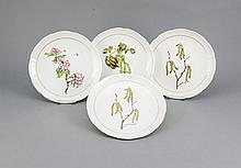 Vier Dessertteller, Nymphenburg, Marke 1925-75, Form Ozier, alle mit polychromer Malerei im Spiegel, verschiedene Obstblütenzweige, verso bez., R. Sieck, Goldrand, D. 21 cm