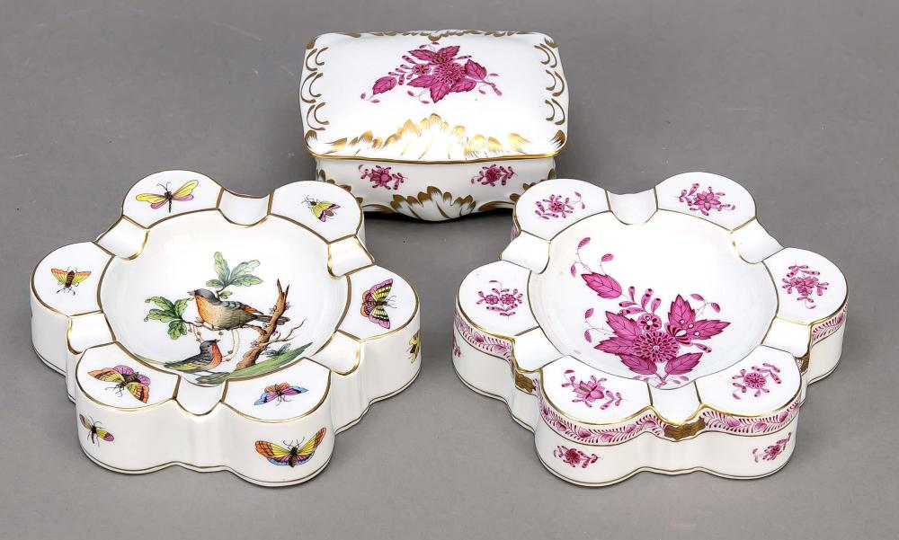 Two ashtrays and lidded box, H