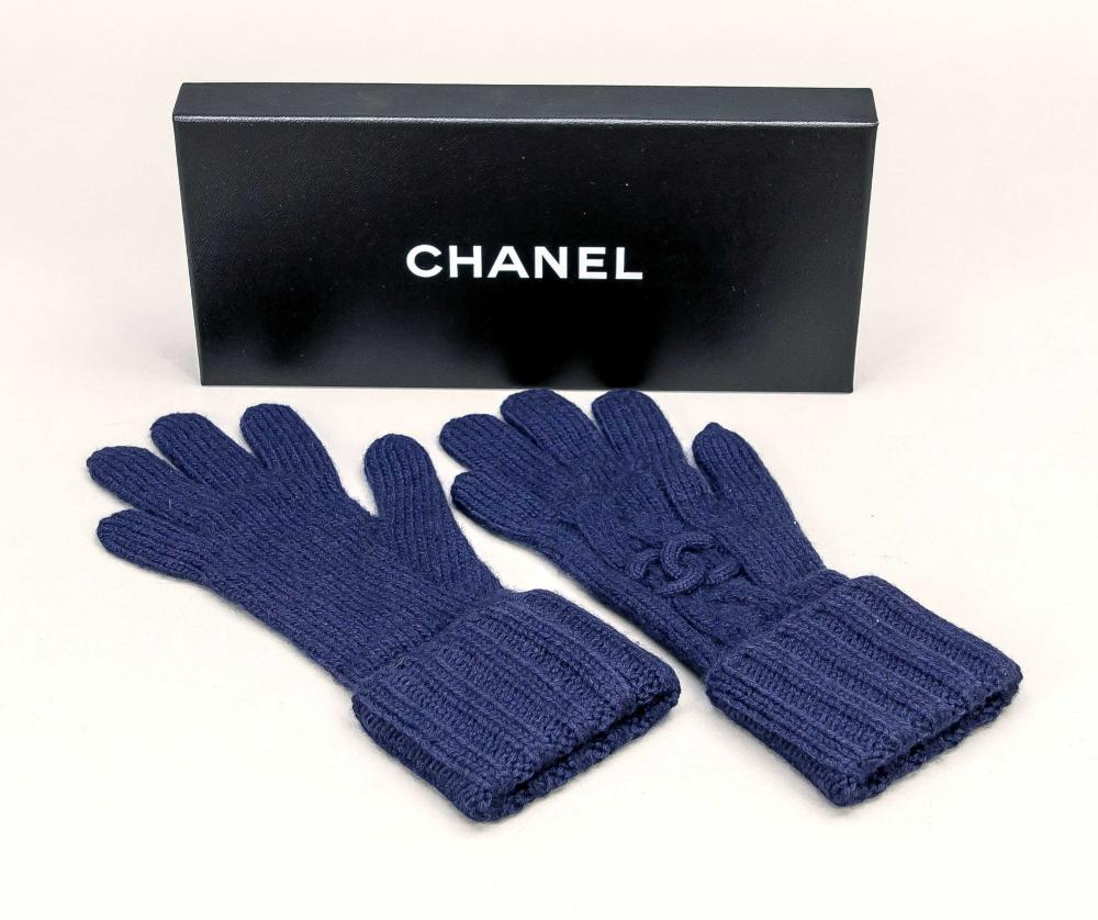Chanel, ladies knitted gloves