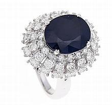 Saphir-Brillant-Ring WG 750/000 mit einem feinen oval fac. Saphir 5,01 ct i