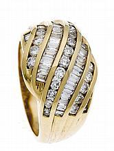 Brillant-Ring GG 750/000 mit Diamant-Baguettes und Brillanten, zus. 1,56 ct