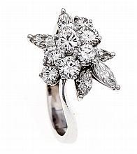 Brillant-Ring WG 750/000 mit Brillanten und Diamant-Navettes, zus. 1,4 ct W