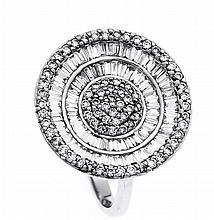 Brillant-Ring WG 750/000 mit 82 Diamant-Baguettes, zus. 0,81 ct und 71 Bril