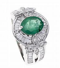 Smaragd-Brillant-Ring WG 750/000 mit einem feinen oval fac. Smaragd, zus. 1