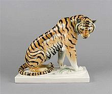 Sitzender Tiger, Schwarzburger Werkstätten, Entwurf Arthur Storch um 1918,