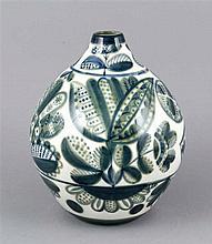 Vase, Leningrad. Lomonossow. 1970er Jahre, bauchige Form, stilisierter flor