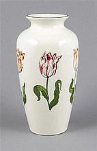 Vase, Tiffany, 20. Jh., Keramik, umlaufend polychrome Malerei mit Tulpenblü