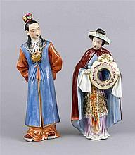 Zwei Figuren, China, 20. Jh., hochrangiger Adliger schaut in einem Spiegel,