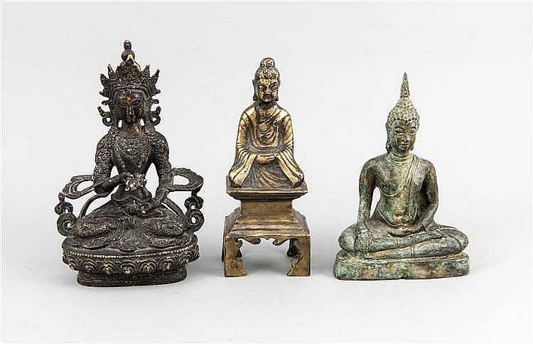 Drei asiatische kleinbronzen versch buddhafiguren bronze for Asiatische sofas