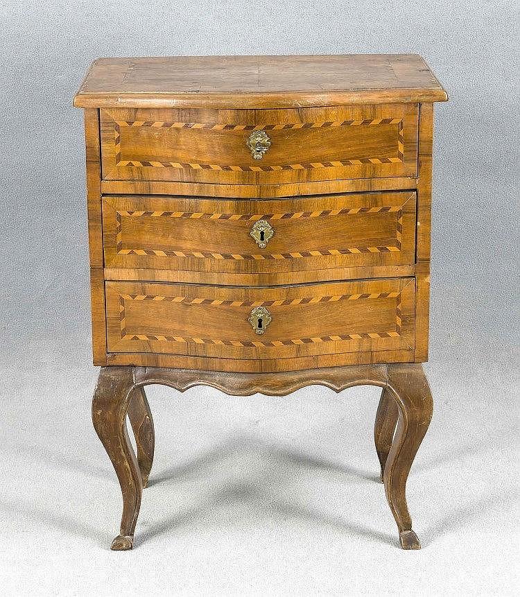 kleine kommode im barockstil um 1900 nussbaum furniert 3. Black Bedroom Furniture Sets. Home Design Ideas