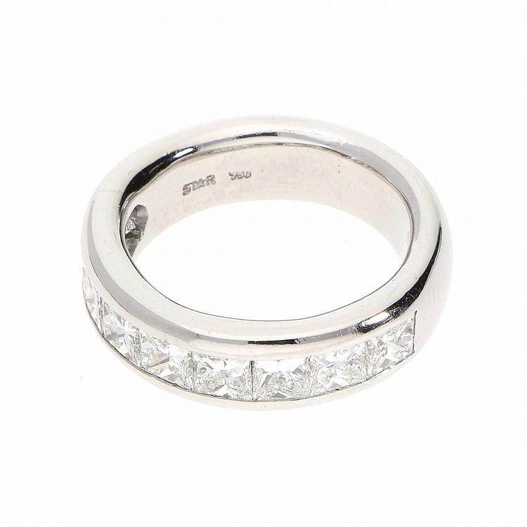 18K White Gold Prince Cut Diamond Memoirering | Hochwertiger Memoirering mit Diamanten im Princessschliff aus 750er Weißgold