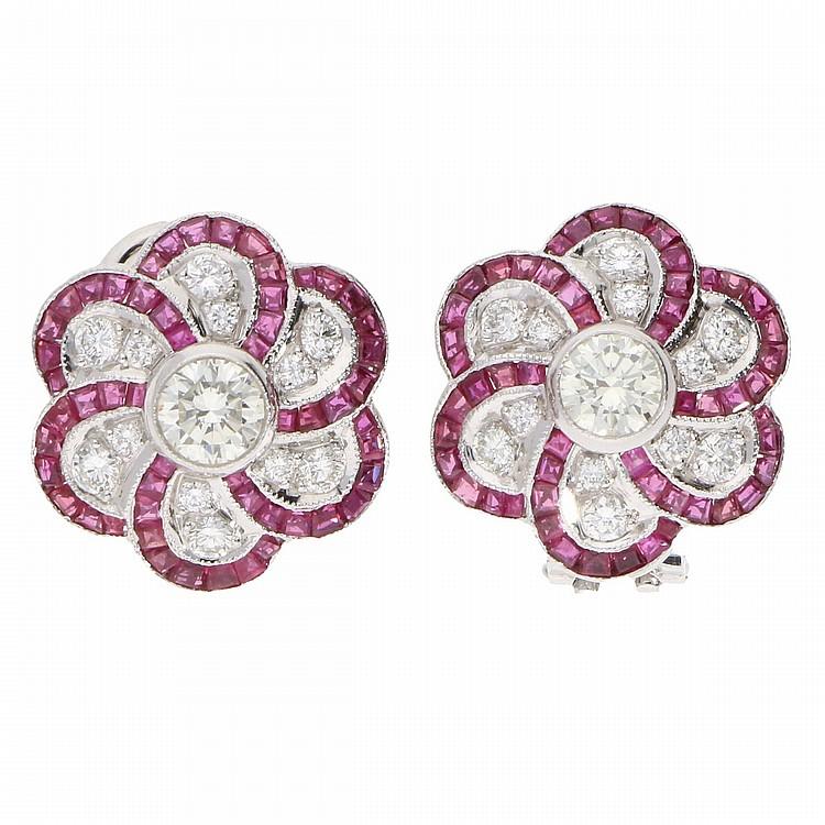 Ruby Diamond Earrings - Platinum   Paar Platinohrringe mit Brillanten und Rubinen