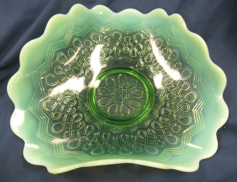 """Jefferson Green Opalescent Many Loops Tri-fold Novelty Bowl, 7 1/2"""" x 4"""", Small Flake, as shown, EC"""