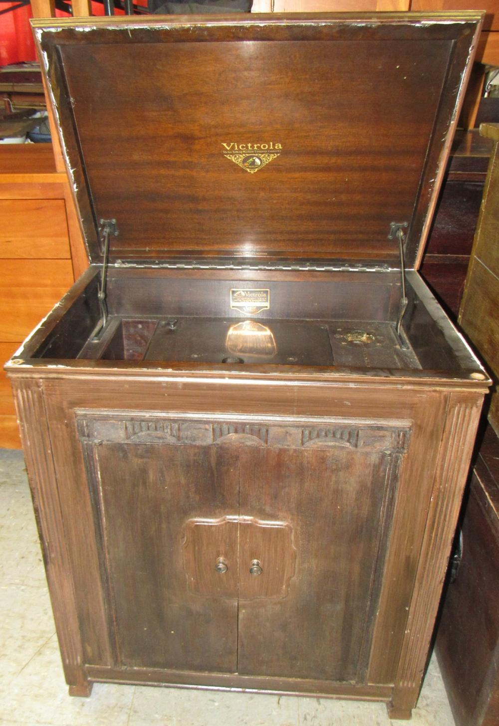 Vintage Victorola Cabinet, All Responsibility for Shipping will be the Successful Bidder. You must arrange for pickup directly or by a shipper within 7 days after sale.