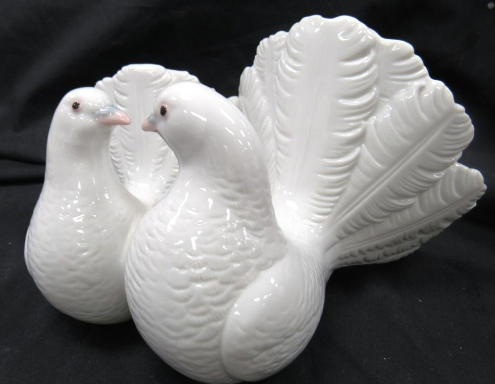 "Lot 161: Lladro Couple of Doves 2 White Birds Kissing Porcelain Figurine #1169, 5""H x 8 1/2""W, EC"