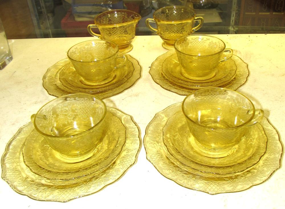 Fourteen Pieces of Vintage Amber Normandie Depression Glass, EC