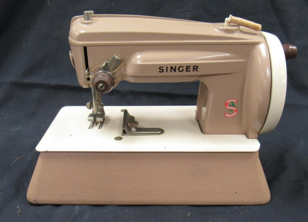 "Lot 113: Vintage Singer Sew Handy Child's Sewing Machine 1960's, 6"" x 8"" Long, EC"