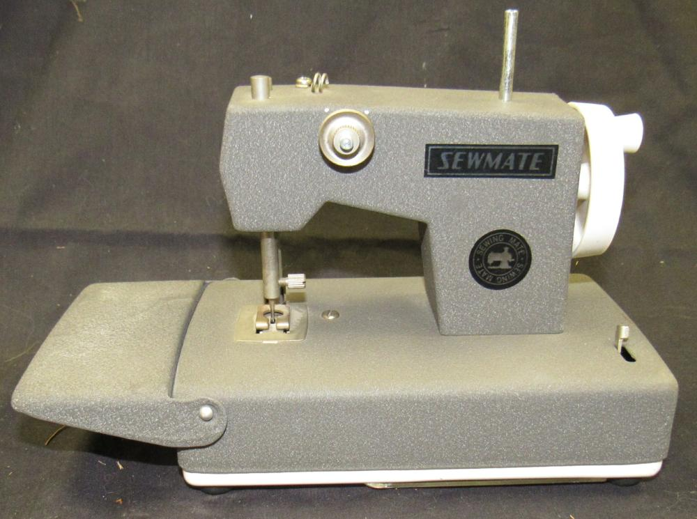 BO Singer child's sewmate sewing machine, EC