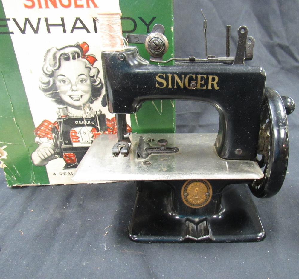 Lot 158: Vintage Singer 20 Sewhandy Toy Child Small Sewing Machine 1940's-50's, MIB