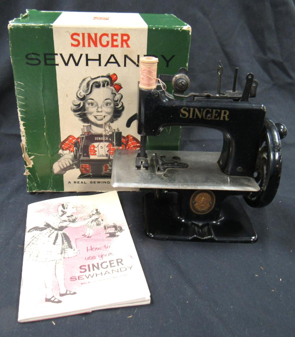 Vintage Singer 20 Sewhandy Toy Child Small Sewing Machine 1940's-50's, MIB