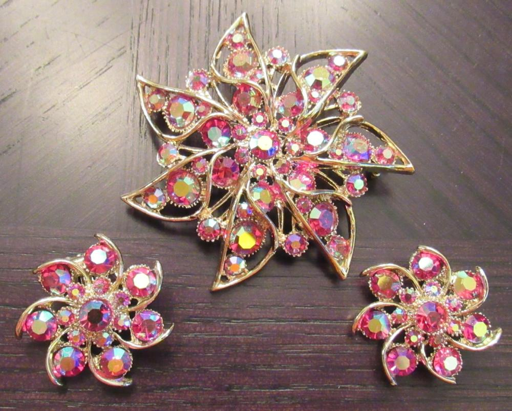 Lot 24: Vintage BSK Rhinestone Star Brooch and earring Set, EC