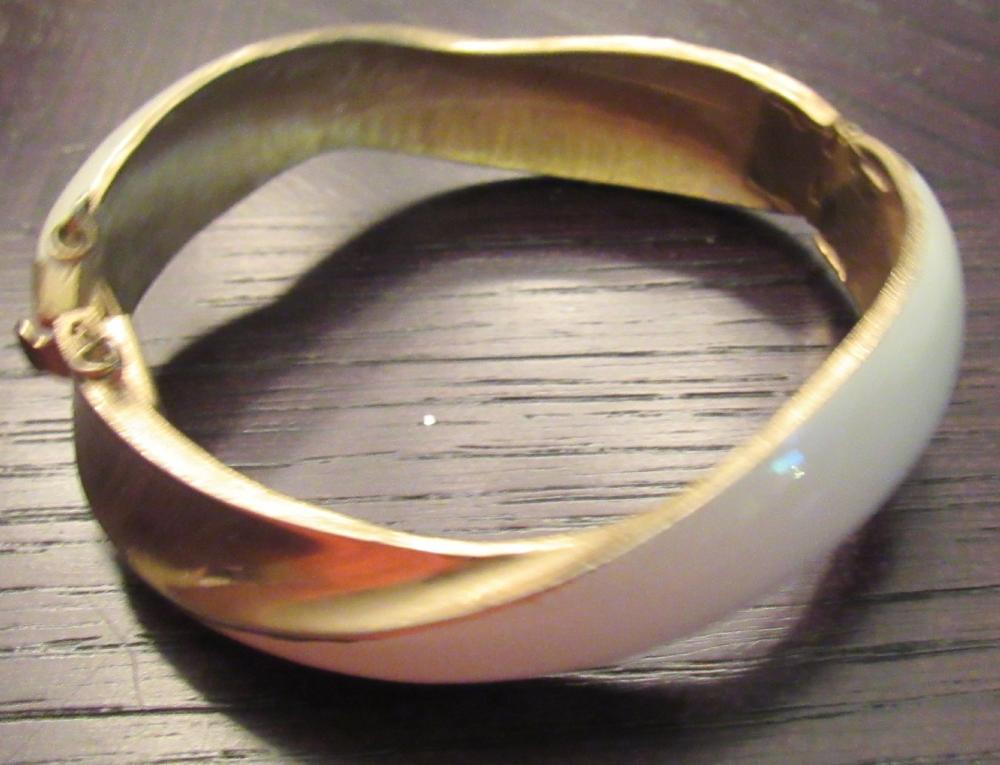 """Vintage Signed Kramer Hinged Bangle Bracelet Gold Tone W/ Safety, 2 1/2"""" x 2 1/2"""", EC"""